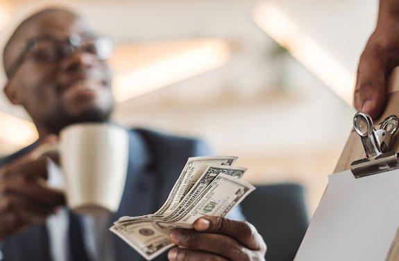 Chicago Alderman Decrees Ban on Cashless