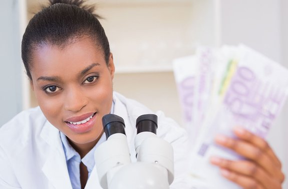 Why medical experts are speaking up for cash in times of COVID-19